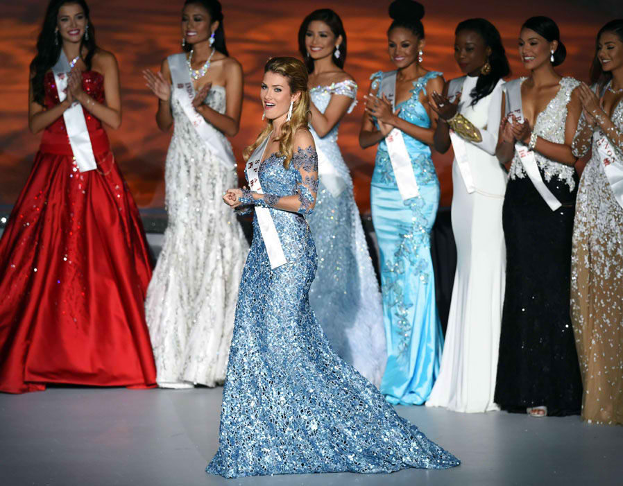 Coincidentally, sky blue matches with the color of Miss World crown. Tina Olari looked up to the sky - literally - for inspiration. The blue hue matches well with the color of Mireia's eyes